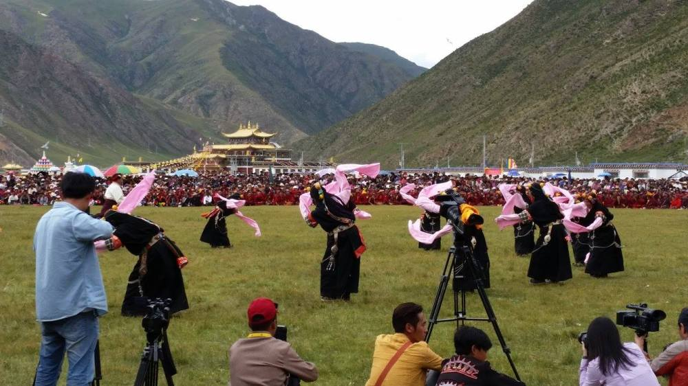 Many traditional Tibetan dances were performed.